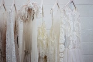 these women's white clothes are auspicious for 2021 and resonate the metal nature of the year.